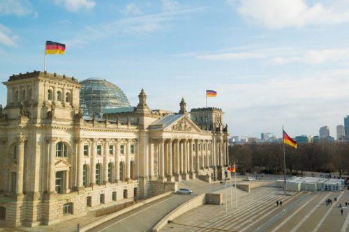 Fahrschule in Berlin_Reichstag