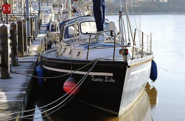 Segeln im Winter_Boot im Hafen